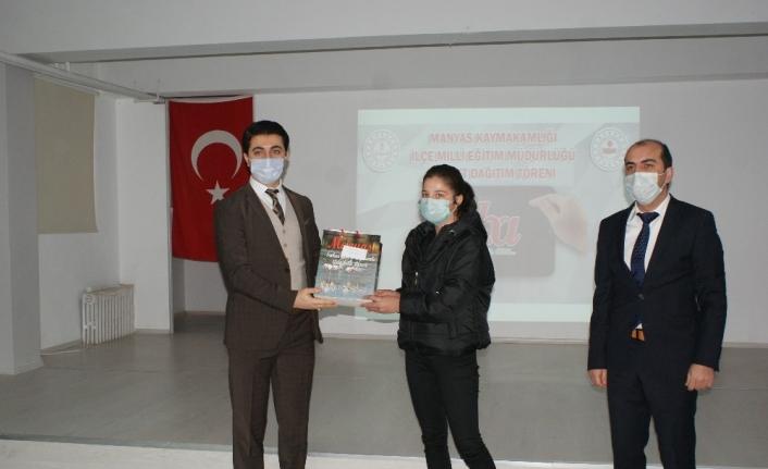 20 öğrenciye internet donanımlı tablet dağıtımı yapıldı