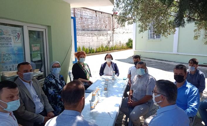 Milletvekili Uygur, Bandırma'da kırsal mahalleleri ziyaret etti
