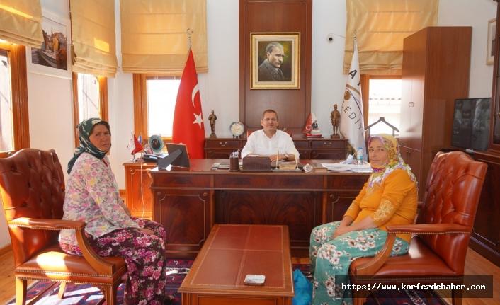 Gülden ve Mübeccel Teyze sorunlarını anlatarak Başkan Mesut ERGİN'den çözüm sözü aldı.