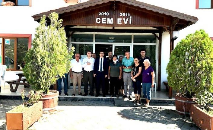 Edremit Kaymakamı Turgay Ünsal, Bayram Kaya  Körfez Cemevi'ni ziyaret etti.
