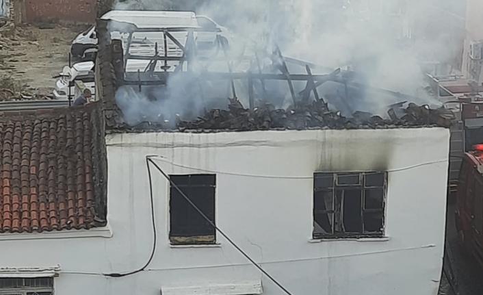 Edremit'te yangın yürekleri ağza getirdi: 2 katlı müstakil ev yandı