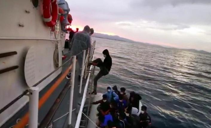 Ayvalık'ta 31 düzensiz göçmen kurtarıldı