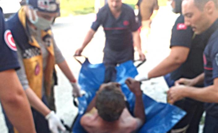 Balıkesir'de inşaatta çöpler yandı, söndürmeye çalışan kişide yandı