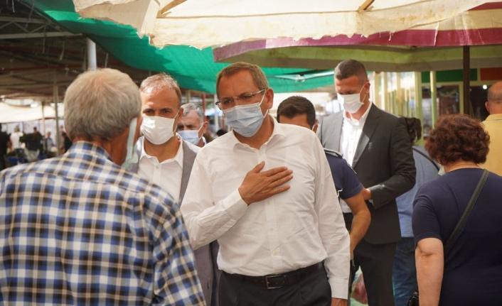 Başkan Ergin, pazaryerinde vatandaşların sorunlarını dinledi