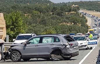 Havran'da ucuz atlatılan kazada 2 km'lik araç kuyruğu oluştu