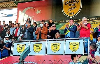 1966 Edremitspor sahadan 2-2'lik beraberlikle ayrıldı.