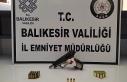Balıkesir'de polis 12 aranan kişiyi sıkı...
