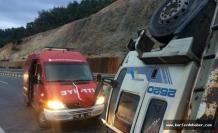 Havran'da karşı şeride geçen kamyon devrildi