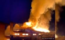 Dursunbey'de metruk ev, alev alev böyle yandı
