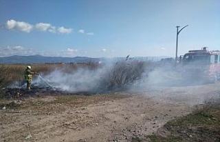 Burhaniye'de tatil sitesindeki çöplük yangını...