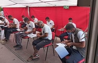 Belge Akademi tırı boya ustaları için Ayvalık'ta