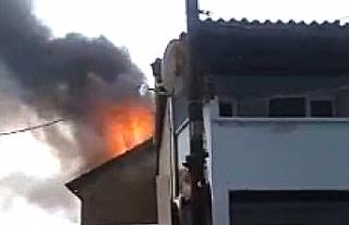 Edremit'te mahalleyi yanmaktan itfaiye ekipleri...