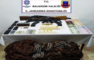 Balıkesir'de Jandarma hırsızlık şebekesini...