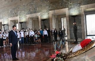 Başkan Yılmaz, gençlerle Anıtkabir'de