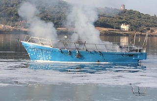 Çaldıkları tekneyi yaktılar