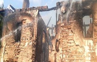 Ev yandı, itfaiye söndürdü