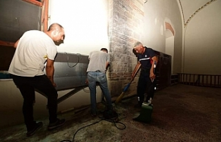 Zağnos Paşa Camisi'nde korkutan yangın