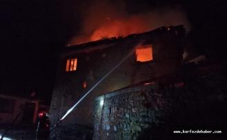 Havran'da ev alev alev yandı