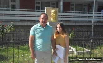 Baba sınava kızı ile birlikte girdi