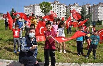 SINDIRGI SOKAKLARINDA BAYRAM SEVİNCİ, Başkan Yavaş Sokak Sokak Dolaştı, Çocukların Bayramını Kutladı