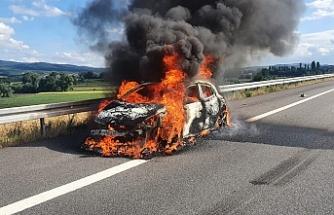 Araç cayır cayır böyle yandı