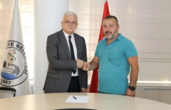 Burhaniye Belediyespor tecrübeli teknik direktör Ahmet Saray ile anlaşma sağladı.