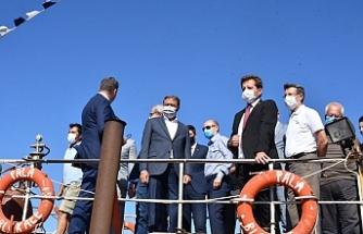 Burhaniye'de resifler törenle denize bırakıldı