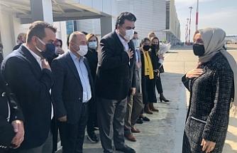 Dr.Leyla Şahin Usta Edremit Havalimanı'na indi, Balıkesir'e geçti.