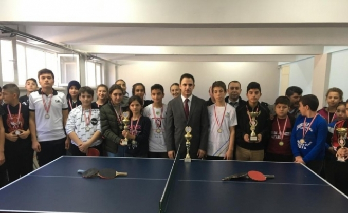 Balya'da masa tenisi turnuvası düzenlendi