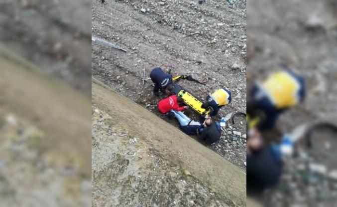İstinat duvarından düşen adamı itfaiye kurtardı
