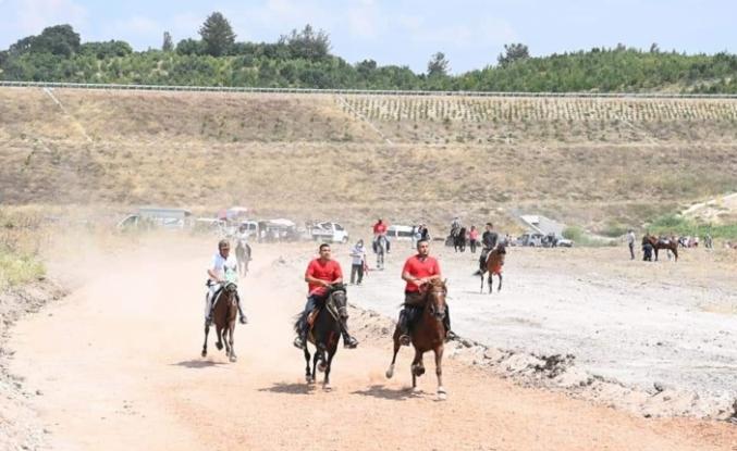 Savaştepe'de at yarışları heyecanı