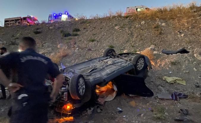 Şarampole uçarak ters dönen araçta bulunan 2 kişi yaralandı
