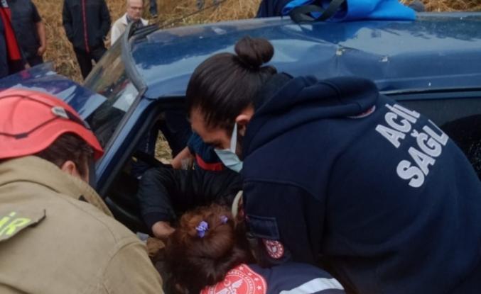 Erdek'te kazada itfaiye ekipleri büyük uğraşla sıkışan anne ve oğulu böyle çıkardı
